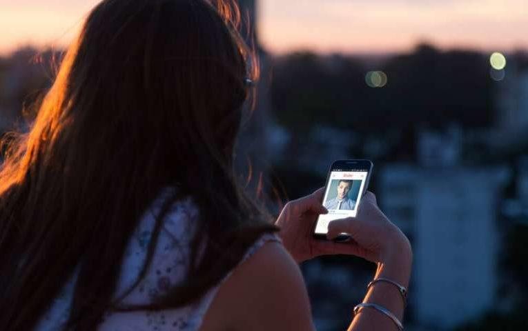 Como o Tinder está sendo usado para mais do que apenas conexões